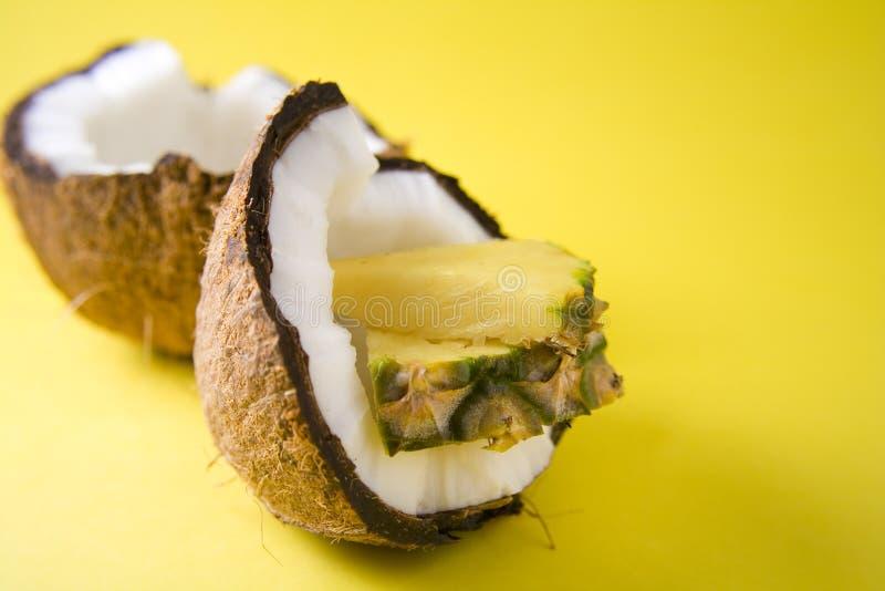 kokosnötananas royaltyfria foton