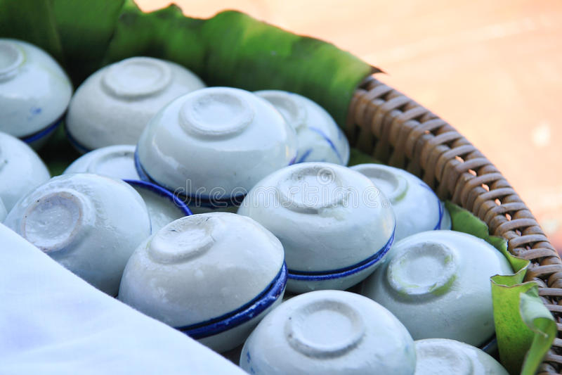 Kokosnöten mjölkar vaniljsås royaltyfri fotografi