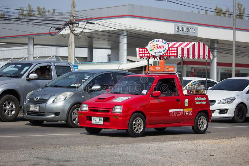 KokosnötIcecream shoppar på Daihatsu Mira Mini Truck royaltyfria bilder