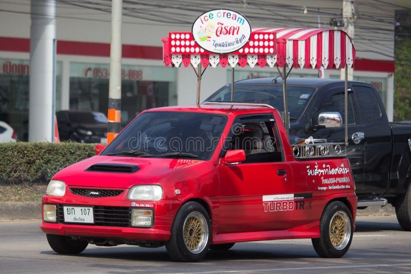 KokosnötIcecream shoppar på Daihatsu Mira Mini Truck arkivbild