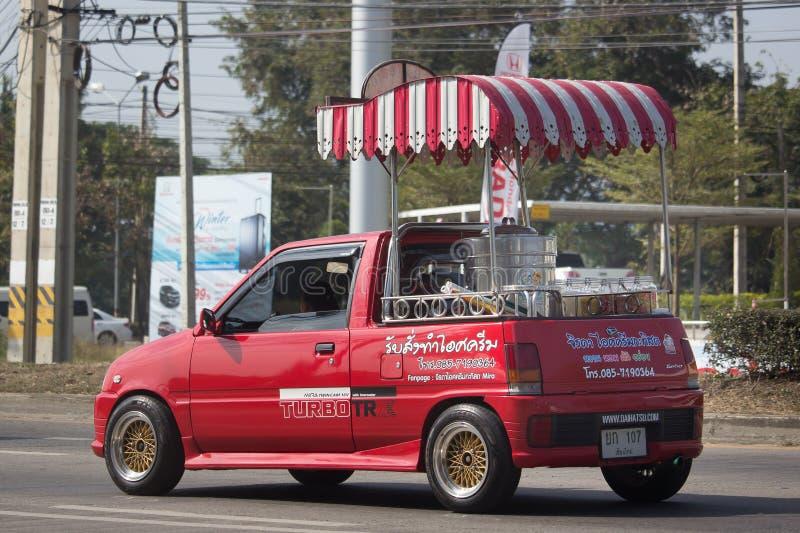 KokosnötIcecream shoppar på Daihatsu Mira Mini Truck fotografering för bildbyråer