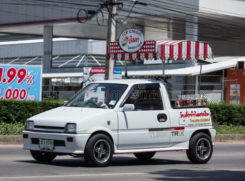 KokosnötIcecream shoppar på Daihatsu Mira Mini Truck arkivbilder