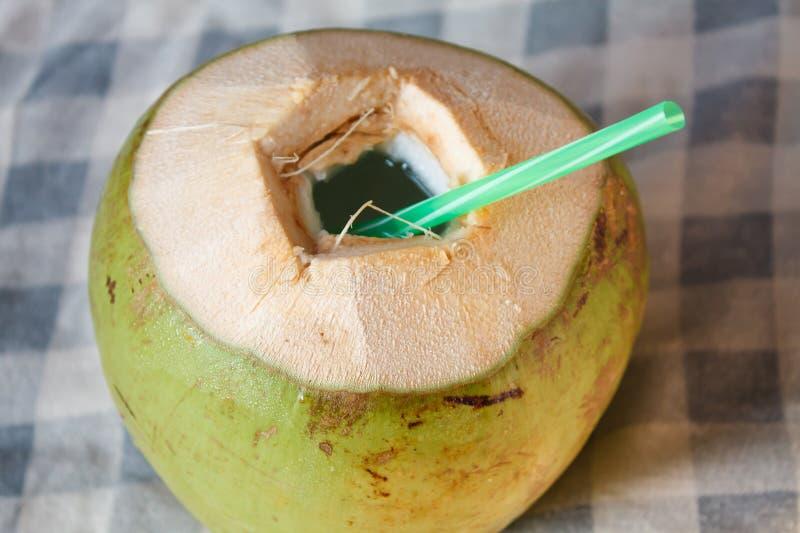 Kokosnötvattendrink royaltyfri bild