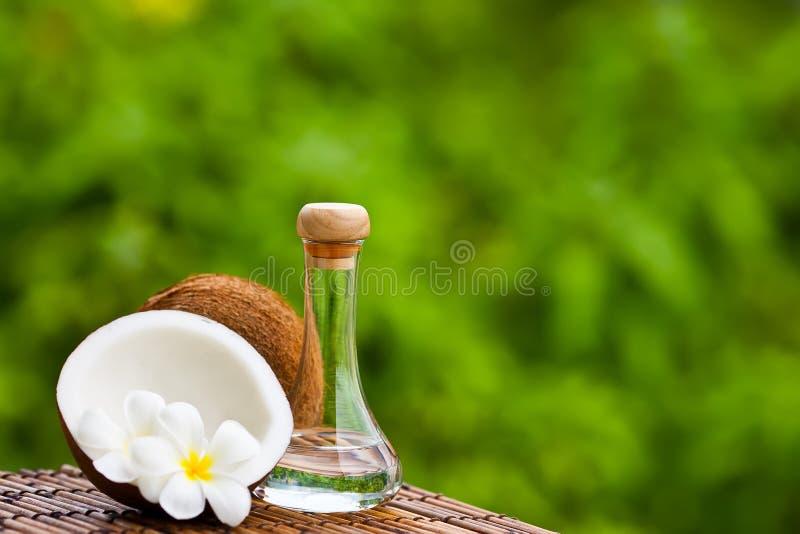 Kokosnoot en kokosnotenolie royalty-vrije stock fotografie