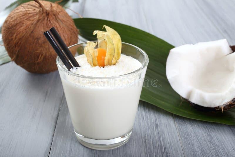 Kokosnotenmilkshake stock afbeeldingen