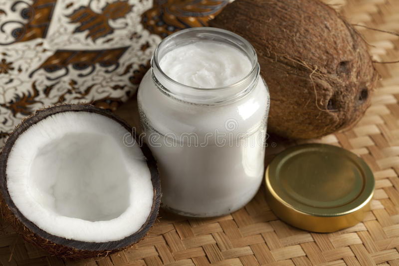 Kokosnussöl lizenzfreie stockfotos