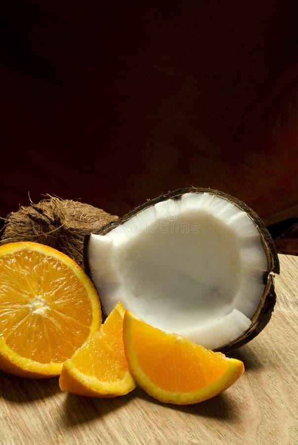 Kokosnuss u. Orange lizenzfreie stockfotos