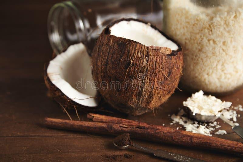 Kokosnuss- und cinnammon Smoothiesatz stockfotografie