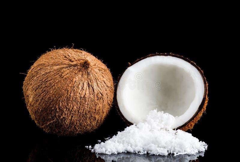 Kokosnuss und Kokosnussflocke lizenzfreie stockbilder