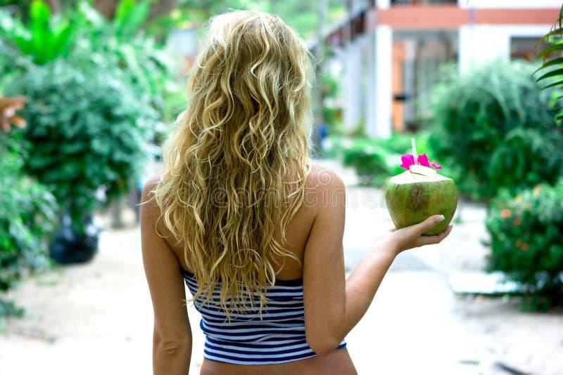 kokosowa dziewczyna zdjęcia royalty free