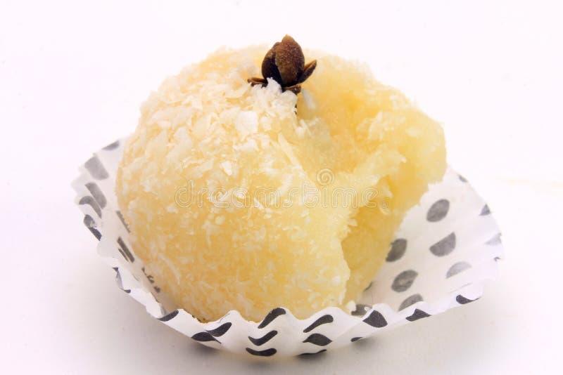 Kokosowy buziak Beijinho De Coco - typowa słodka Brazylijska kuchnia odizolowywająca na białym tle fotografia royalty free