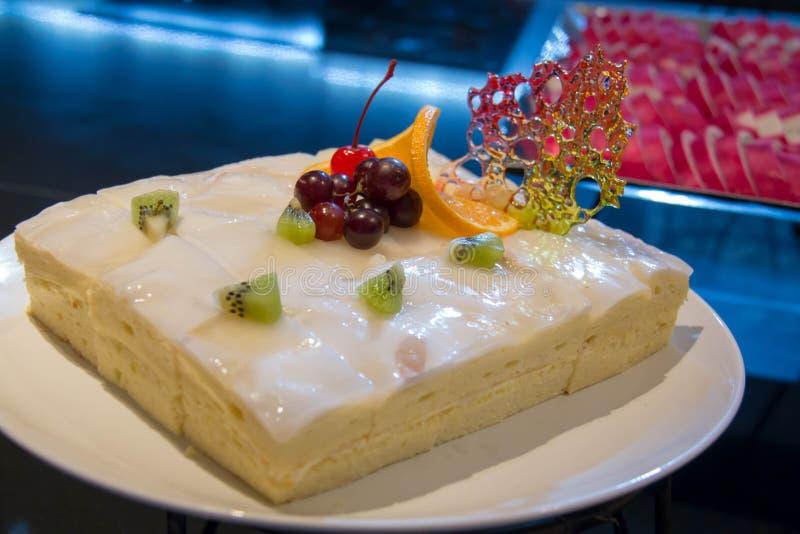 Kokosowy warstwa tort zdjęcia royalty free
