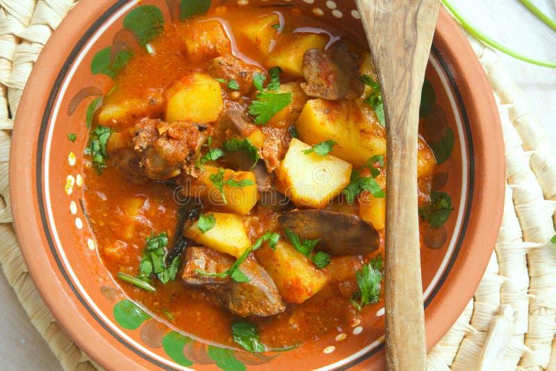 Kokta potatisar för ugn med feg lever arkivbilder