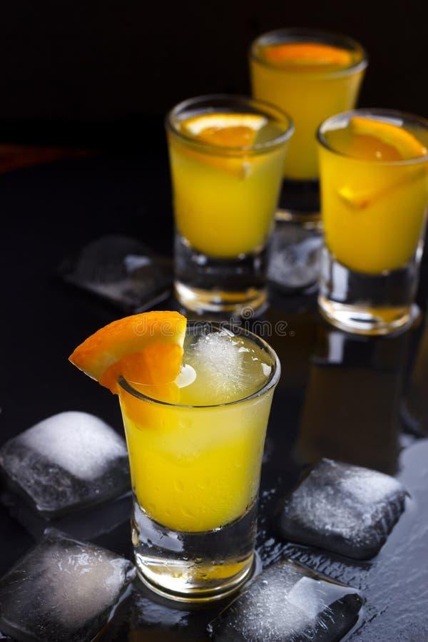 Koktajl z pomarańcze i lodem obrazy stock