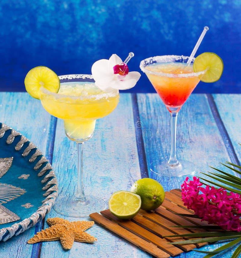Koktajle Margarita i płeć na plaży w Karaibski Meksyk fotografia stock