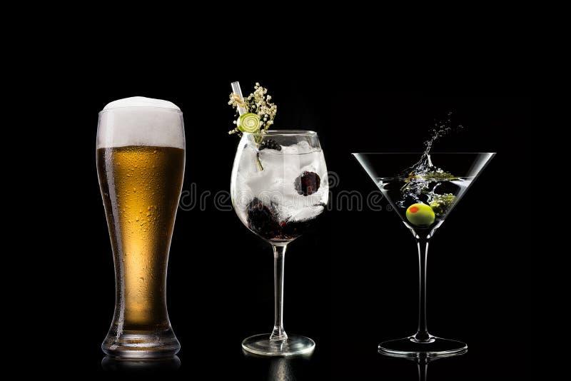 Koktajlu alkoholu baru wyboru barmanu modny hotelowy garnirunek zdjęcie stock