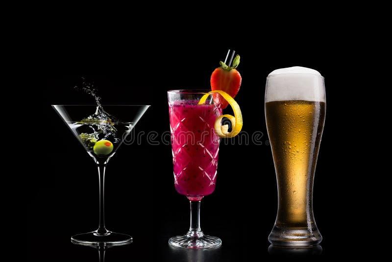 Koktajlu alkoholu baru wyboru barmanu modny hotelowy garnirunek zdjęcia stock