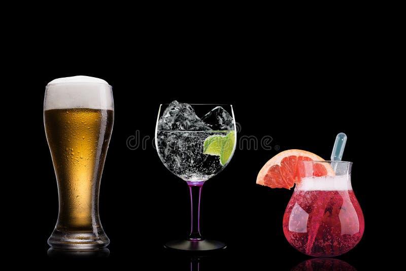 Koktajlu alkoholu baru wyboru barmanu modny hotelowy garnirunek zdjęcie royalty free