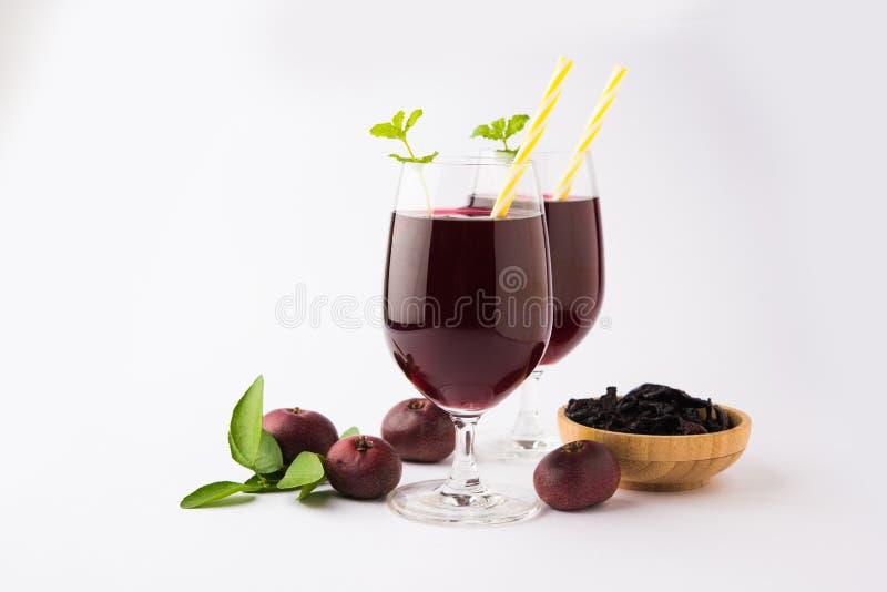 Kokum Sharbat, jus ou sorbet OU boisson de liquide réfrigérant d'été a composé du Garcinia indica images libres de droits