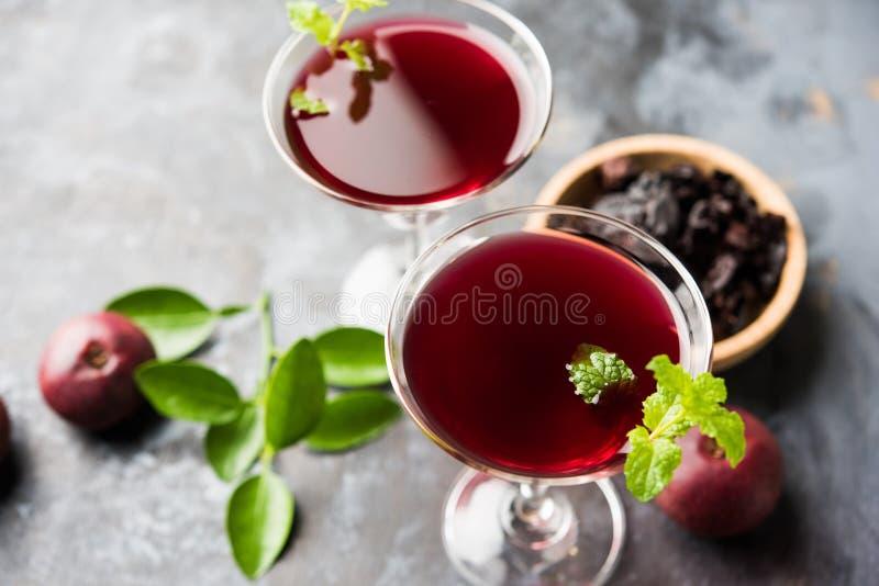Kokum Sharbat, Sap of Sorbet OF de drank van het de zomerkoelmiddel uit indica die Garcinia wordt samengesteld stock afbeeldingen