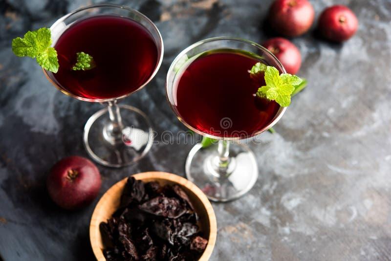 Kokum Sharbat, Sap of Sorbet OF de drank van het de zomerkoelmiddel uit indica die Garcinia wordt samengesteld stock fotografie