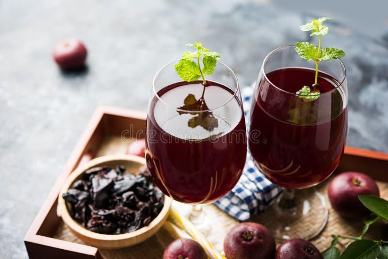 Kokum Sharbat, Sap of Sorbet OF de drank van het de zomerkoelmiddel uit indica die Garcinia wordt samengesteld royalty-vrije stock fotografie