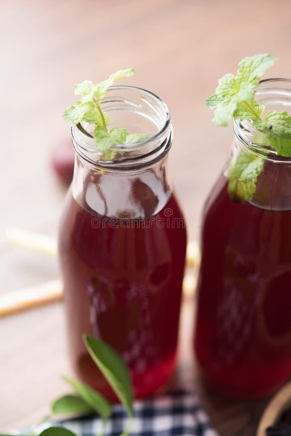 Kokum Sharbat, Sap of Sorbet OF de drank van het de zomerkoelmiddel uit indica die Garcinia wordt samengesteld royalty-vrije stock afbeelding