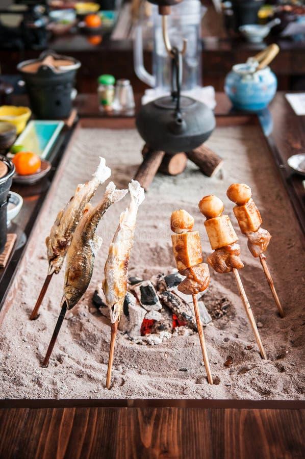 Kol grillad Ayu fisk, japanskt galler arkivfoton