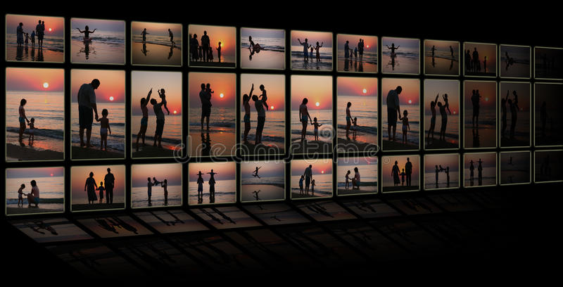 Kolaż jako TV od wiele fotografii rodzinnych na plaży fotografia stock