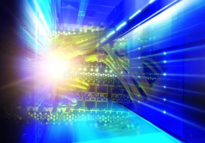 Kolaż technologie informacyjne w dane centrum binarny matrycowy kod ilustracja wektor