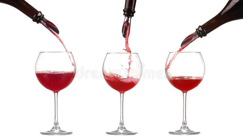 Kolażu czerwonego wina dolewanie w wina szkło odizolowywającego zdjęcie royalty free
