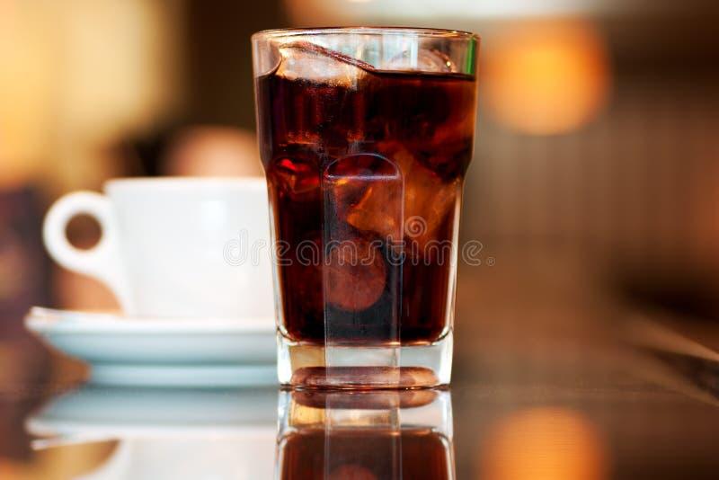 Kola en koffie stock afbeeldingen