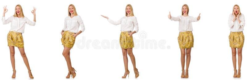 Kola? kobieta w mody spojrzeniu odizolowywaj?cym na bielu obrazy stock