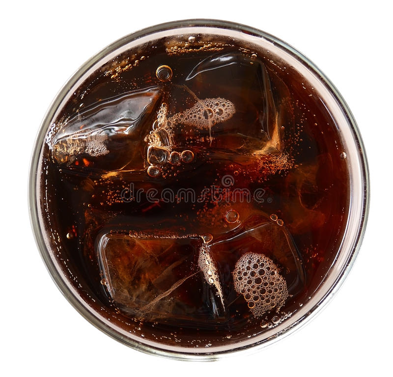 Kola met ijsblokjes in glas hoogste die mening op witte backgrou wordt geïsoleerd royalty-vrije stock fotografie