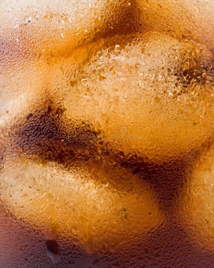 Kola pétillant froid avec de la glace photos libres de droits