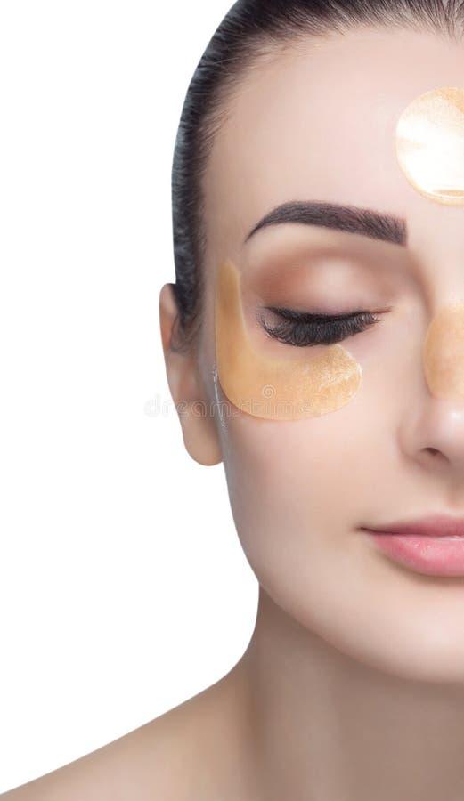 Kolagenu złota łaty na skórze powieka, czoło i podbródek na twarzy, fotografia royalty free