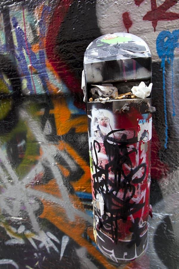 Download Kolben-Stauraum stockfoto. Bild von stauraum, kunst, zigarette - 21807568