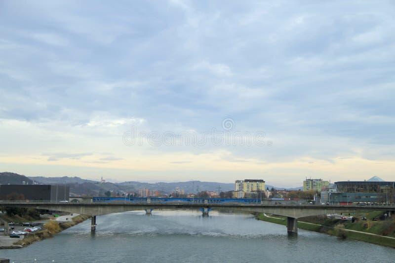 Kolei i drogi mosty nad rzecznym Drava obraz royalty free