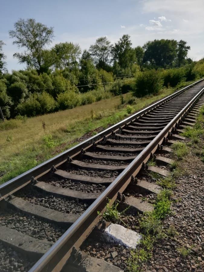kolej odjeżdża na odległość zdjęcie royalty free