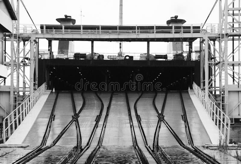 Kolejowa rampa dla ładować przemysłowych Ro statki zdjęcia stock