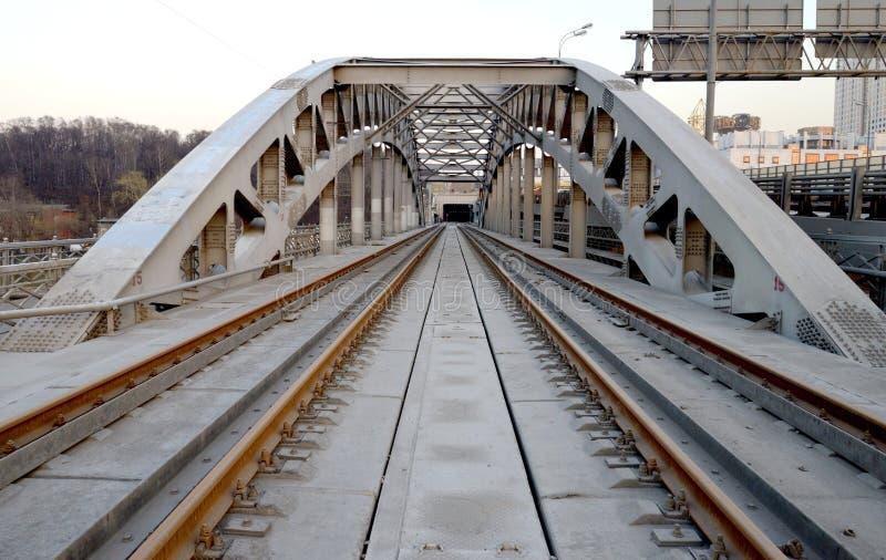 Kolejowy metalu most obrazy stock