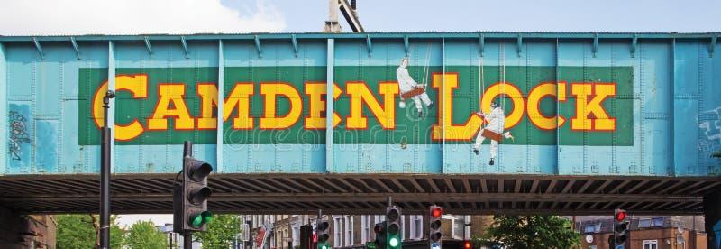 Kolejowy most blisko do Camden kędziorka w Londyn fotografia royalty free