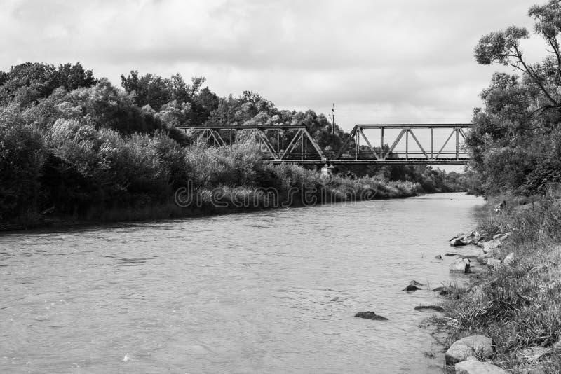 Kolejowy most na rzece obrazy royalty free
