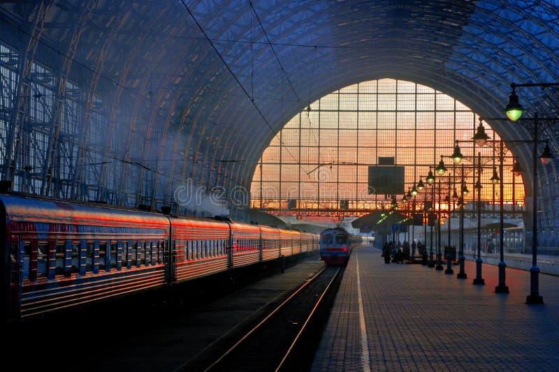 Kolejowy zmierzch w Moskwa zdjęcie royalty free