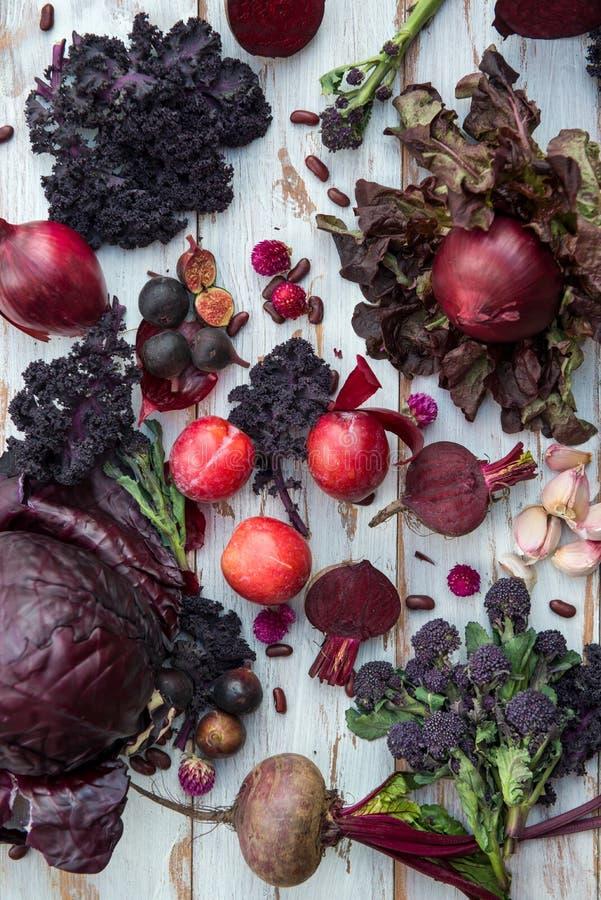 Kolekcja Świezi Purpurowi owoc i warzywo fotografia stock