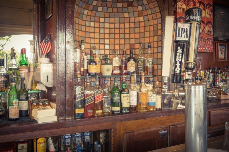 Kolekcja duchów, scotch, whisky i piwa zakładka przy irlandczykiem, obrazy royalty free