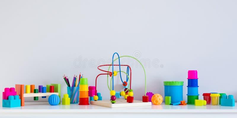 Kolekcja kolorowe zabawki i kopii przestrzeń nad biel ścianą fotografia stock