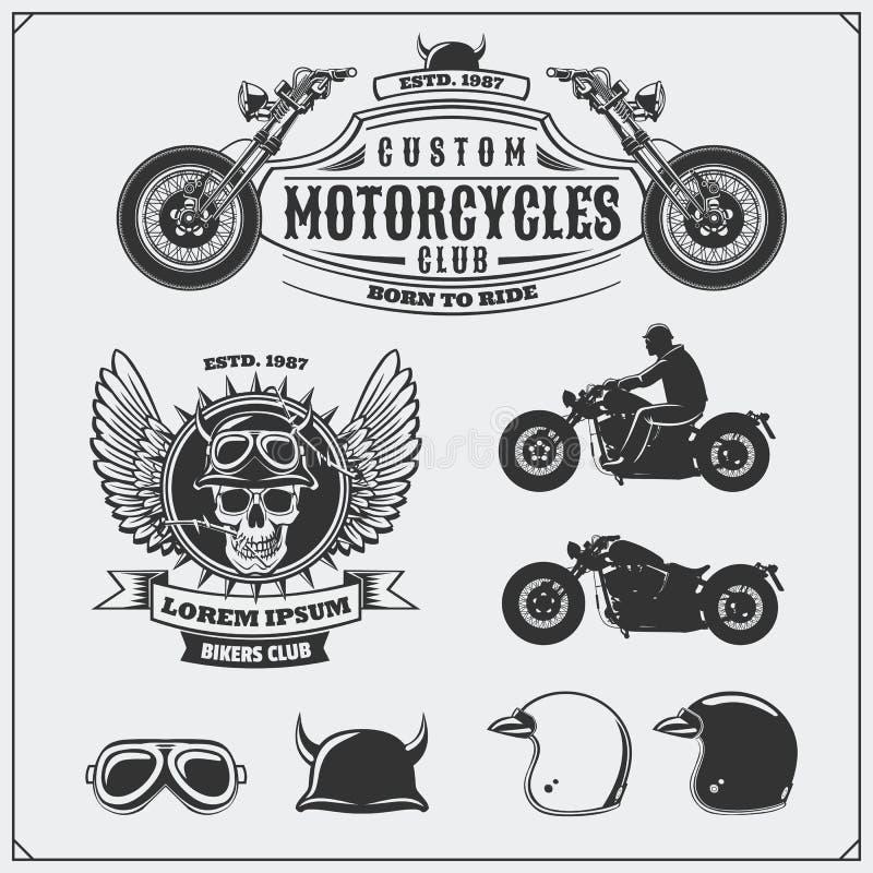 Kolekcja retro motocykl etykietki, emblematy, odznaki i projektów elementy, Hełmy, gogle i motocykle, ilustracyjny lelui czerwien royalty ilustracja