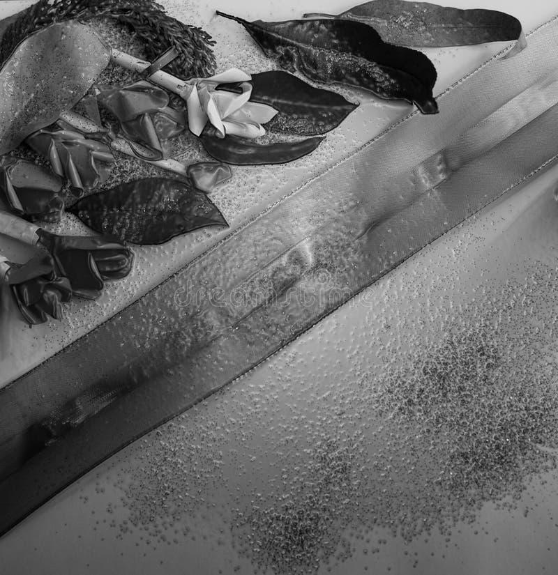Kolekcja starzy liście Handmade papierowy rzemiosło Złota koronka na jaskrawym papierze Dobry dla plakata, powitania, karty, tema obraz stock