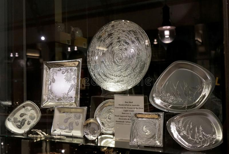 Kolekcja wyśmienici aliaży kawałki z akwafortami rodzime Australijskie flory na nadokiennym pokazie - Przywdziewa Sheil handmade  obrazy royalty free